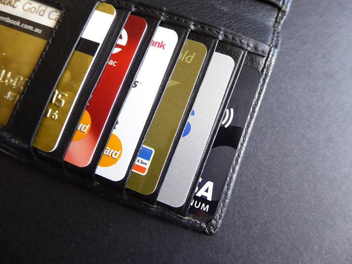 Karta debetowa czy kredytowa – jakie są różnice?